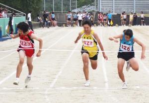 2年女子百㍍・山川京乃(左)