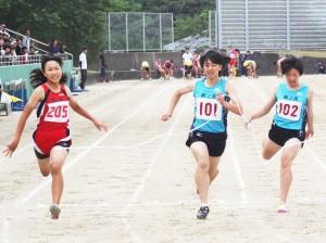 3年女子百㍍・川上彩希(右から2人目)